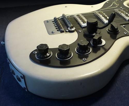 Guitar12GrosPlan.JPG